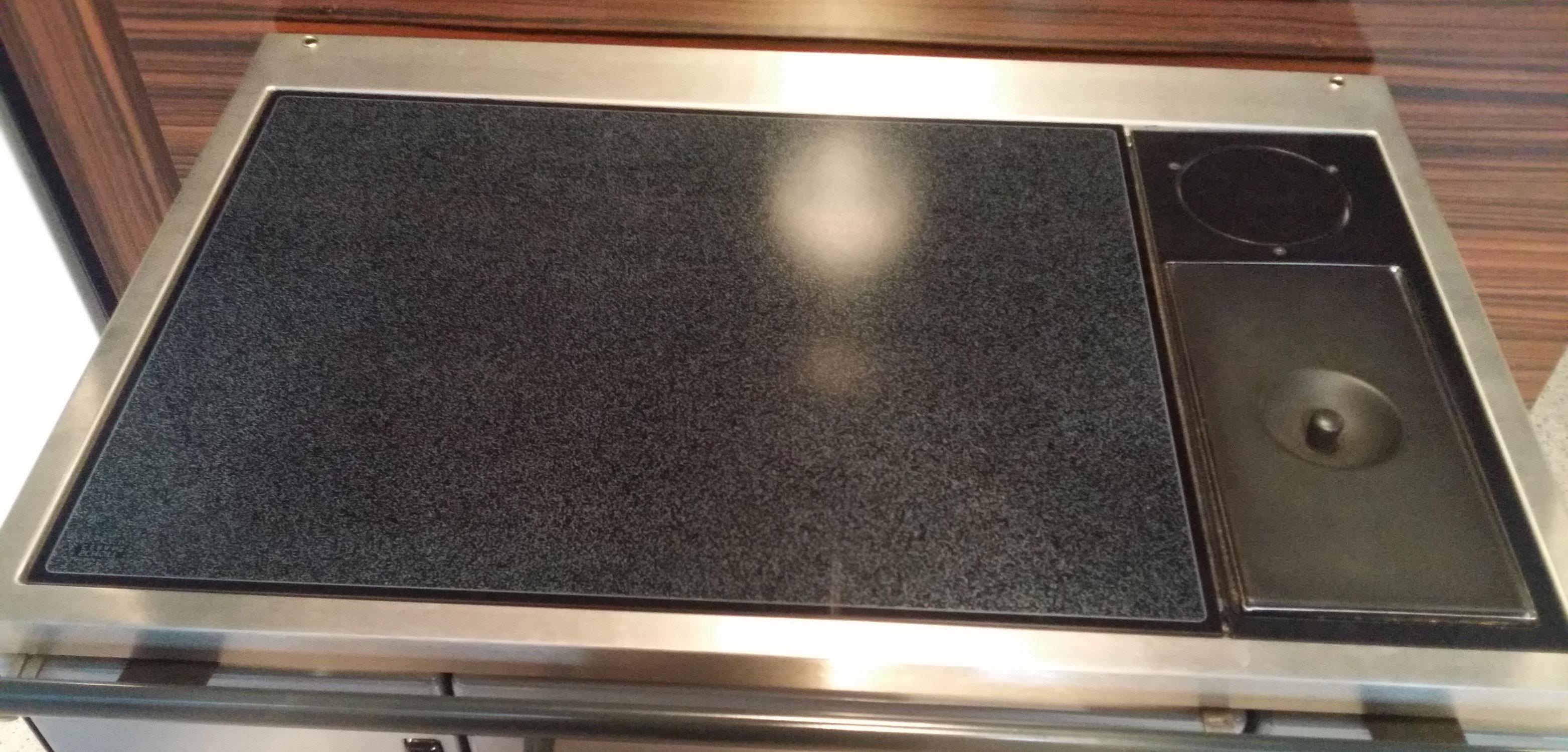 Küchenherd / Kohleherd Wamsler K138F schwarz Ceran Anschl rechts oben Bild 2