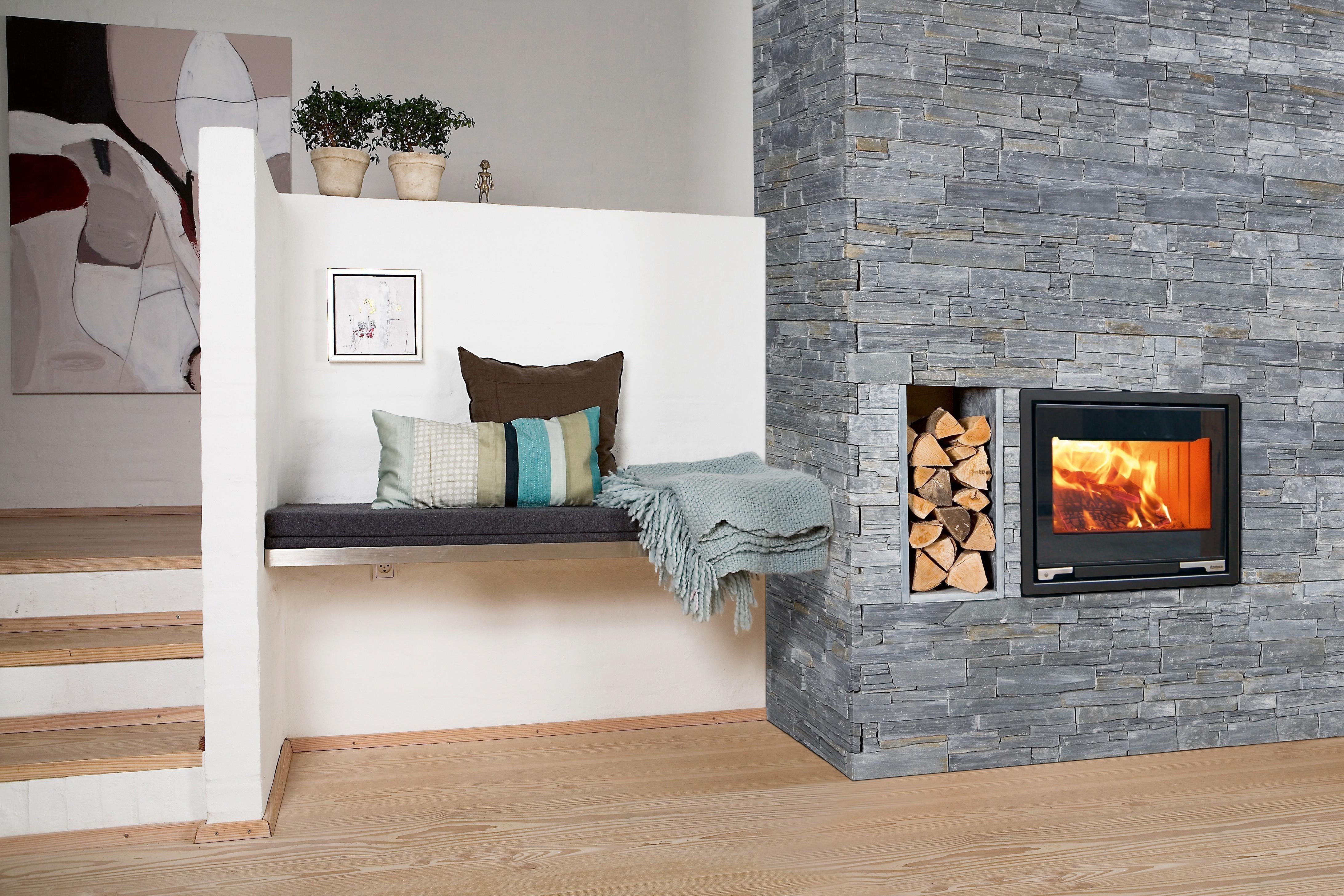Kamineinsatz aduro 5 1 schwarz 7kw bei for Modele de cheminee avec insert